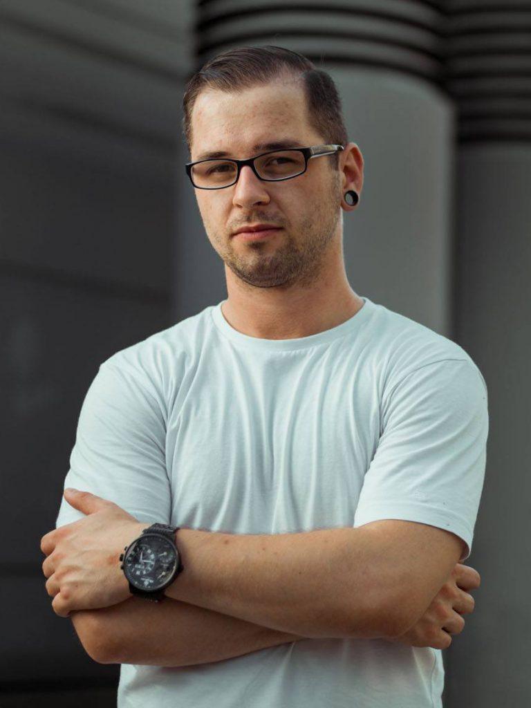 Daniel Hager profi retusőr